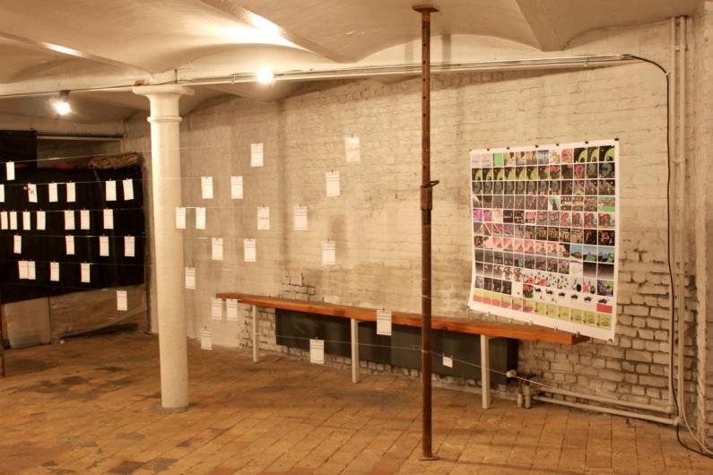 Left: Sara Bomans' concept with profile badges & .com'bination cards - right: our print with a x n° of drawpaddrawings